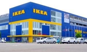 IKEA行ったら狂った顔出しパネルがあったwww