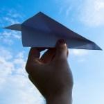 兄ちゃんがくれた一見普通の「紙飛行機」。下から見ると…!!!