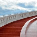 「何往復もしてしまいそうw」新宿ピカデリーの階段に仕掛けられたアツすぎるギミックが話題に