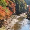 「なぜコレに穴をあけた…」京都の山中にある顔出し看板がシュールすぎるwww