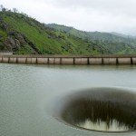 こんな景色見たことある!? マレーシアにある「ダム穴が真上から見える橋」が恐ろしすぎる😱
