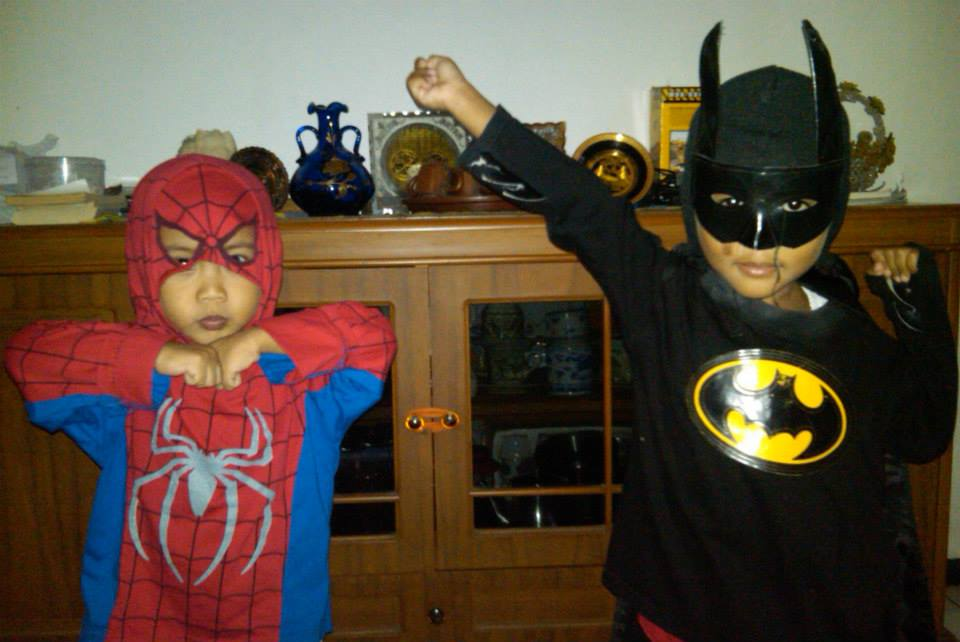 Role Playing sebagai Spiderman dan Batman