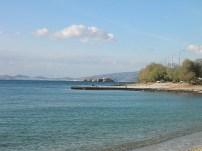 """Τμήμα τής κεντρικής παραλίας τής Σαρωνίδας (""""προβλήτα"""")"""