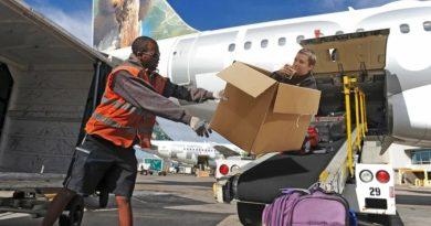 Потеря багажа в самолете. Советы как не потерять чемодан в аэропорту. Грузчики рассказали, какой багаж бросают, а какой кладут аккуратно. Потеря багажа в самолете, какая основная причина, как исключить или свести к минимуму потерю чемодана в аэропорту. Грузчики рассказали, почему чемоданы одних пассажиров они кидают, а других кладут аккуратно.