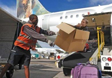 Грузчики в аэропорту рассказали, какой багаж бросают, а какой кладут аккуратнее. Проблема в бирке, почему теряется багаж. Потеря багажа в самолете, какая основная причина, как исключить или свести к минимуму потерю чемодана в аэропорту. Грузчики рассказали, почему они кидают чемоданы пассажиров, а не кладут их аккуратно, какие чемоданы грузчики предпочитают кидать, а какие не бросают. .