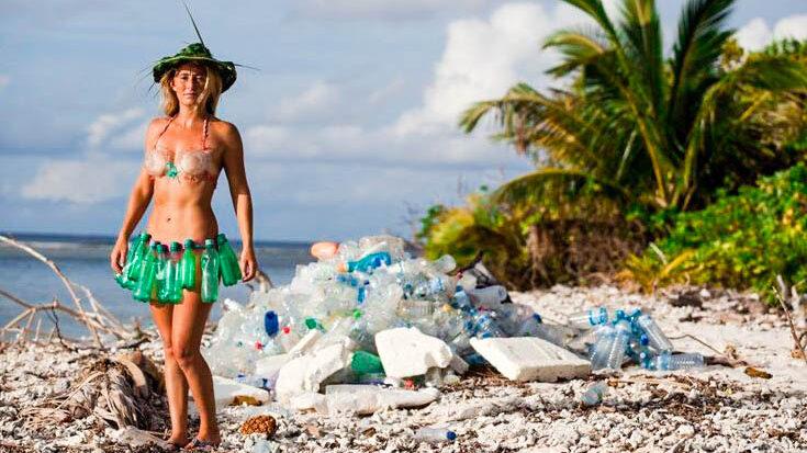 Добыть воду в лесу или на необитаемом острове из. Делаем опреснитель морской воды из пакета, бутылки и листьев. Как добыть пресную воду на необитаемом острове или в лесу, при помощи подручных средств, советы и рекомендации по выживанию на необитаемом острове. Простой способ сделать опреснитель морской воды.