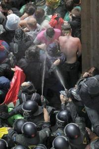 Again and again the group behind the kettle was attacked with pepperspray