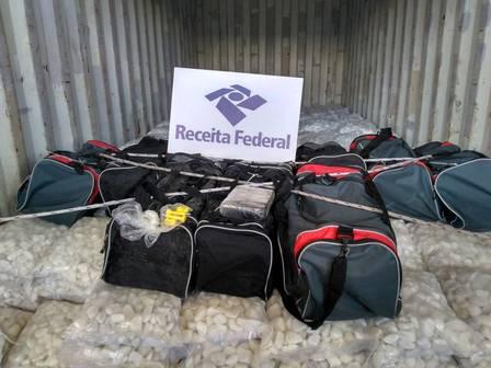 Receita Federal apreende 232 kg de cocaína em PE