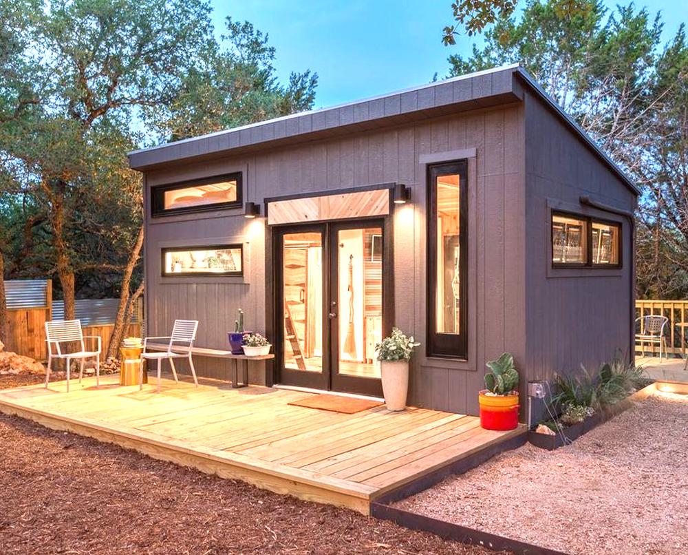 maison en bois dans un jardin