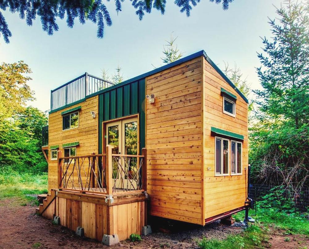 Tiny house en bois avec terrasse sur toit