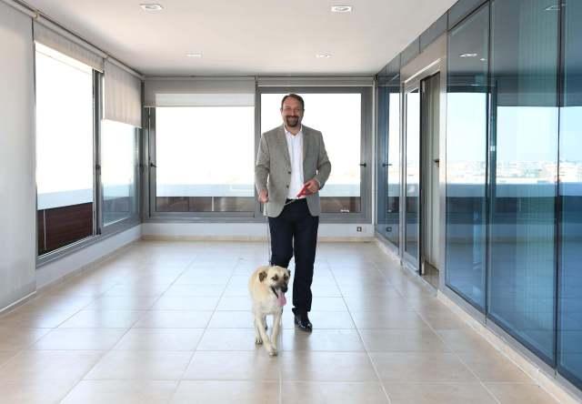 Çiğli Belediye Başkanı Utku Gümrükçü'nün köpeği Odun