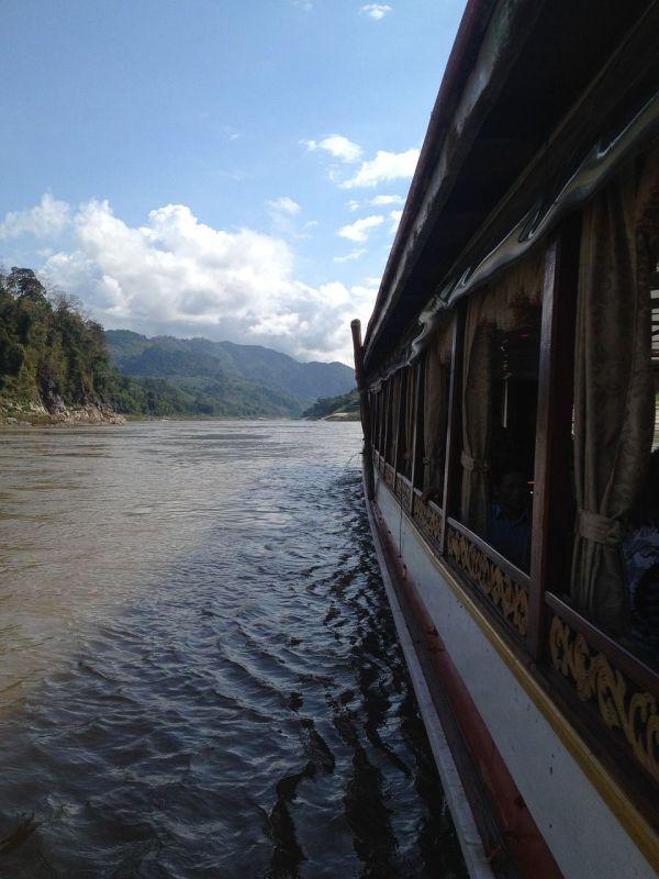 indispensables laos eau paysage mékong pirogue