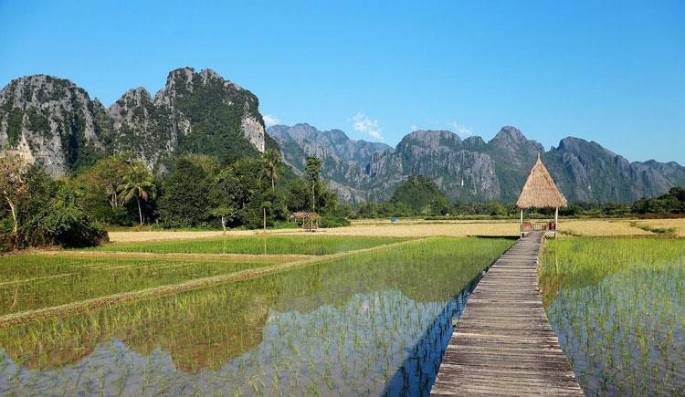 laos-vang-vieng-montagnes-bucket-list