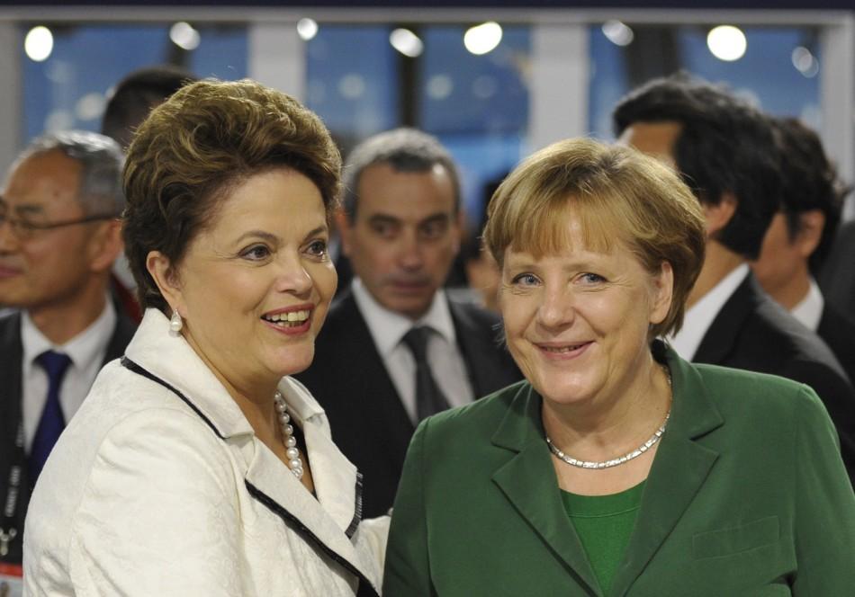 merkel-angela merkel-mujeres poderosas-mujeres influyectes-brazils-president-dilma-rousseff-speaks-to-germanys-chancellor-angela