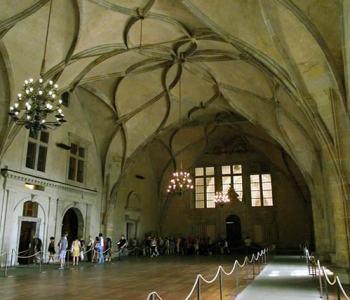 Los castillos en Praga bajan sus murallas.Interiores del Antiguo palacio real