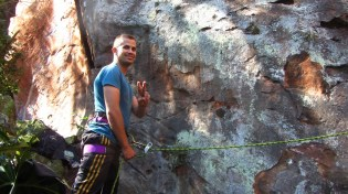 André, o escalador local de Jaú que está a frente dos trabalhos no local.