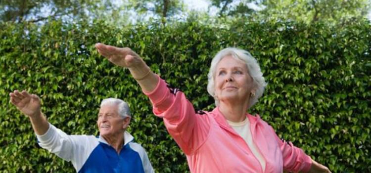 Hacer ejercicios de pie, es mejor después de los 80