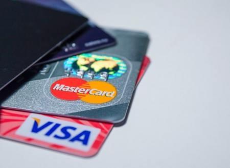 Uso de una tarjeta de débito Bitcoin-min