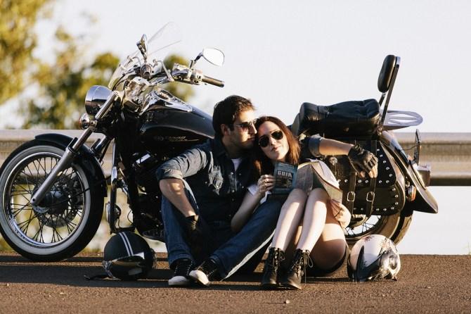 遠恋中の彼を会いバイクデートを楽しむ2人