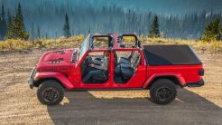 2020-Jeep-Gladiator-Gallery-Exterior-Red-Rubicon-Doors-Off.jpg.image.1440