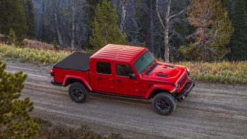 2020-Jeep-Gladiator-Gallery-Exterior-Rubicon-Dirt-Road.jpg.image.1440