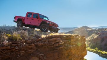 2020-Jeep-Gladiator-Gallery-Exterior-Rubicon-Edge-Of-Cliff.jpg.image.1440