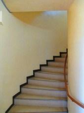 誰もいないときは何か出そうな階段 階段が怪談にならぬよう。。。