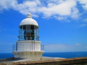 経ケ岬灯台の夏の鮮やかな海と空とのコントラスト