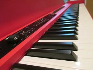 KORG LP-380 レッドの鍵盤