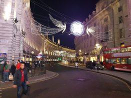 l'inizio di Regent Street visto da Piccadilly Circus