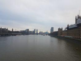 La vista sul Tamigi dal ponte di fianco al Big Ben