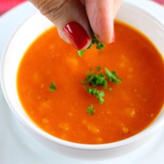 Sopa de tomate al romero