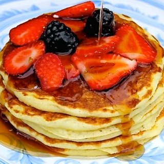 Buttermilk pancakes with berries - SAVOIR FAIRE by enrilemoine