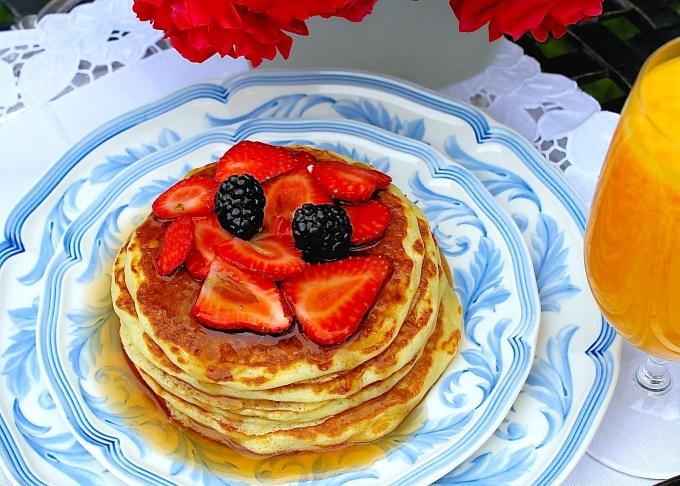 Panquecas de suero de leche con frutas - SAVOIR FAIRE by enrilemoine
