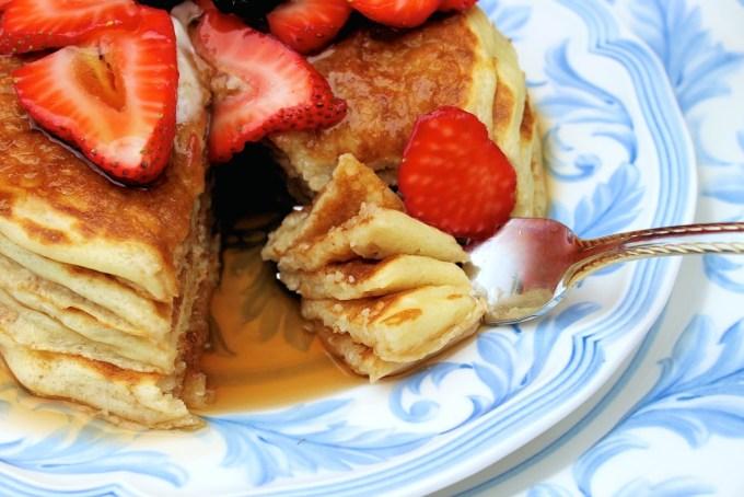 Buttermik pancakes with berries - SAVOIR FAIRE by enrilemoineIn