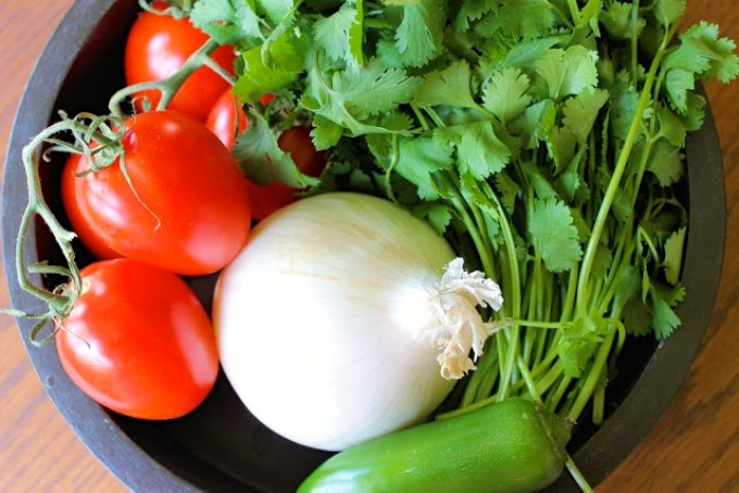 ingredients to make pico de gallo