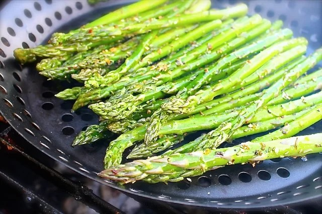 how to make asparagus on the grill
