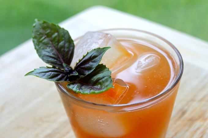 Georgia summer, coctel de ron y durazno
