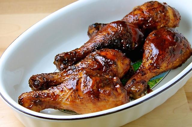 Muslitos de pollo al grill con salsa BBQ
