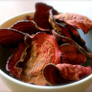Addictive Baked Beet Chips