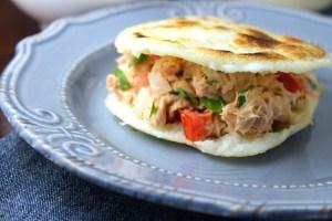 Arepas rellenas con atún y mayonesa - SAVOIR FAIRE by enrilemoine