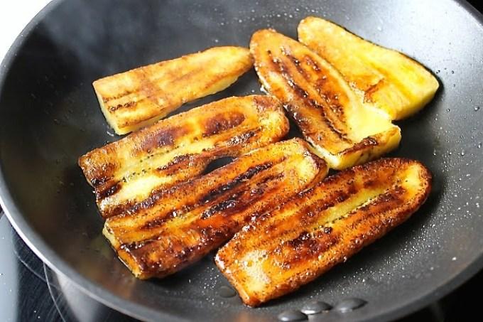 Tajadas de plátano para hacer Tajadas de plátano con cebollas encurtidas