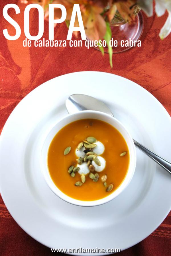 Esta sopa de calabaza con chèvre y pepitas, prueba cómo un plato súper sencillo adquiere una nueva dimensión al agregarle sabores y texturas diferentes. Haz clic para ver la preparación de esta rica receta. #enrilemoine