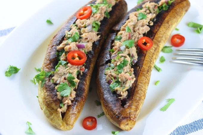 Plátanos rellenos con atún y jalapeño