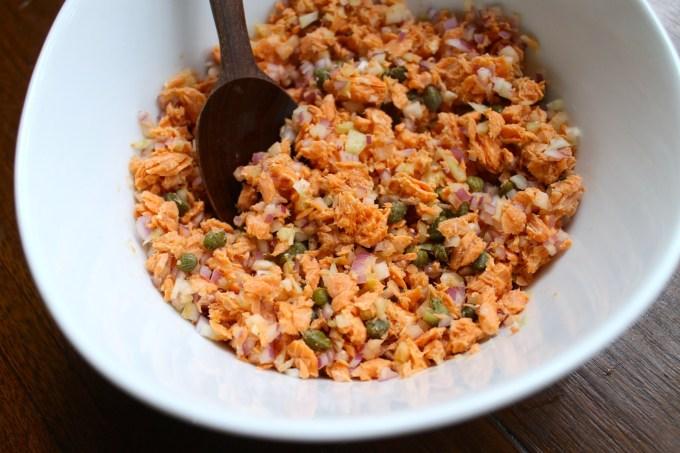 ensalada de salmón para hacer tomates rellenos