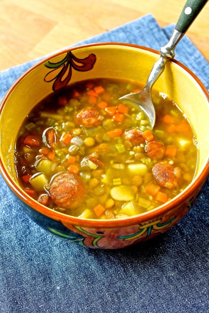 sopa de lentejas con chipotle y chorizo