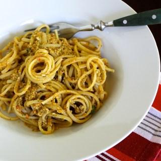 Linguine with Pesto alla Trapanese {VIDEO}
