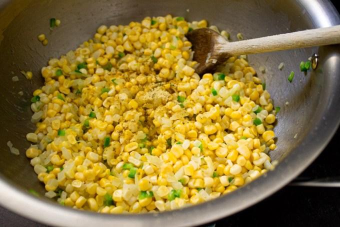 granos de maíz preparados para hacer esquites