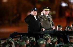 Daniel Ortega en desfile militar