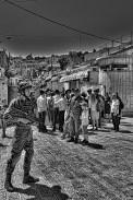 Enfants israéliens tenant la main de leur père avant la visite hebdomadaire des colons dans la vieille ville; EAPPI, Mathieu, avril 2015